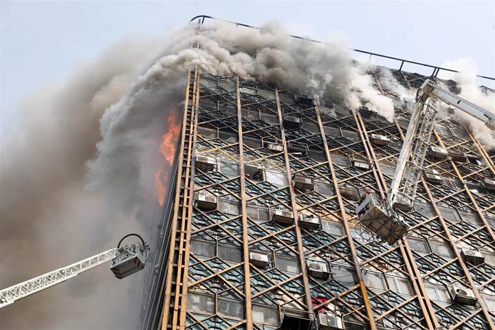 170119 tehran plasco cr 02 eb2c126f706790d3d81501c5 Teheran: 75 de morti in urma prabusirii unei cladiri cu 17 etaje