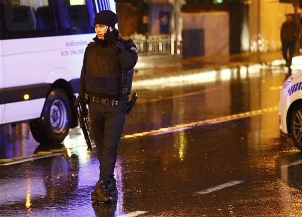 586880f367b0a9323881211b1 Masacru pe Bosfor de Anul Nou: 39 de persoane impuscate de un terorist imbracat in Mos Craciun