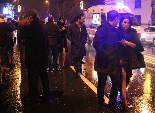 5868a57367b0a932388123021 Masacru pe Bosfor de Anul Nou: 39 de persoane impuscate de un terorist imbracat in Mos Craciun