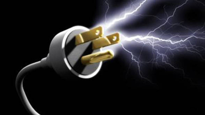 Consumul de energie electrica cu 4 mai mare in 2011 Scurtcircuit: Electrica l a dat afara pe directorul de vanzari!