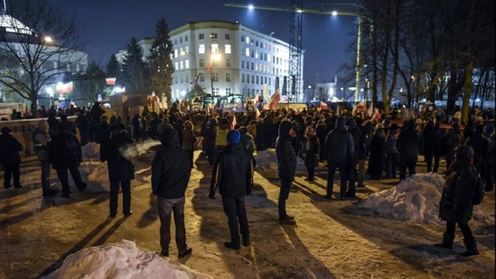 Protest fata de proiectele de gratiere si modificare a Codului Penal In democratie hotii stau la puscarie Iohannis ii instiga pe protestatari