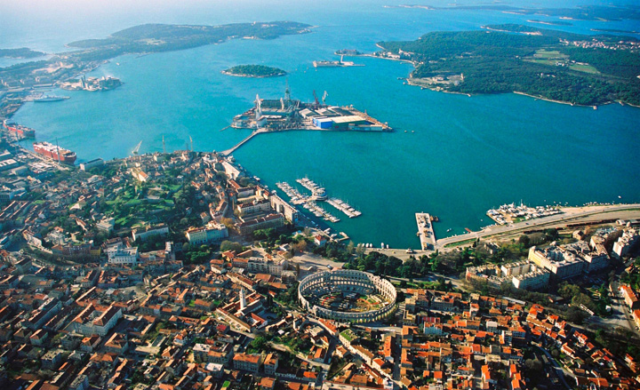 Pula Aerial View Pula si Craiova, destinatii turistice recomandate de The Telegraph!