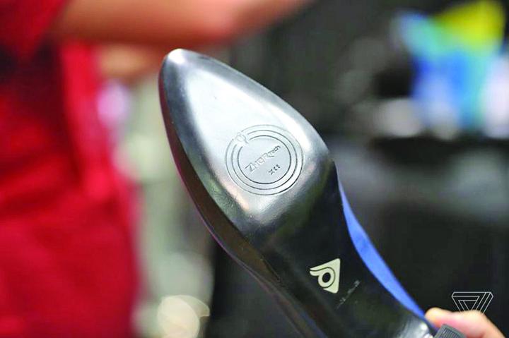 Zhor Tech Heels 1 Fac furori la CES 2017: pantofii de dama cu incalzire interioara si tocuri reglabile!
