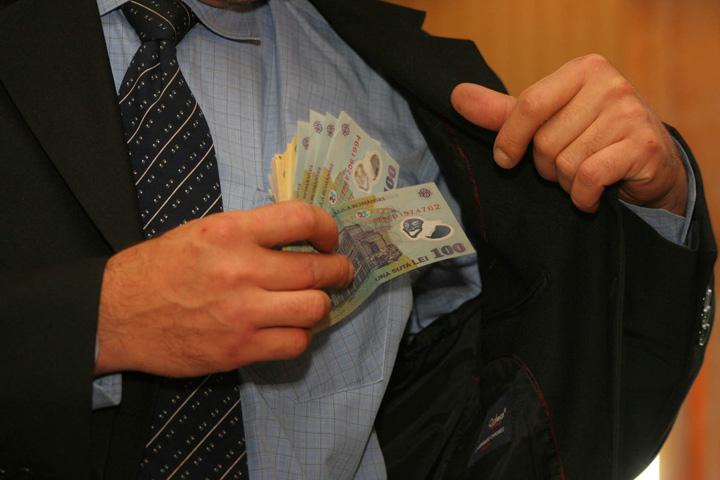 bani 100 de milioane, salariul minim al procurorilor!