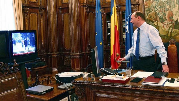 basescu birou cotroceni 08005900 Am aflat de ce nu are Iohannis televizor in birou!