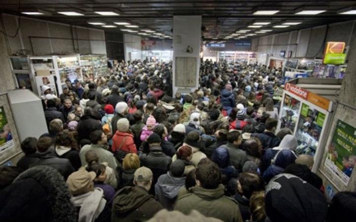 foto 2 Bucurestenii s au calcat in picioare la metrou!