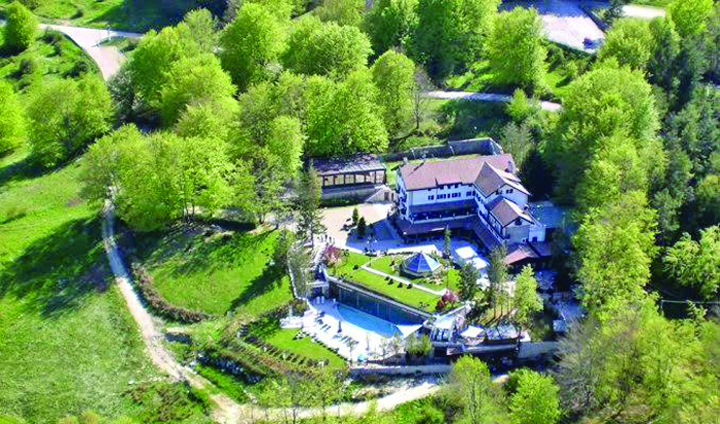 hotel inainte Hotelul Rigopiano. Inainte si dupa tragedie