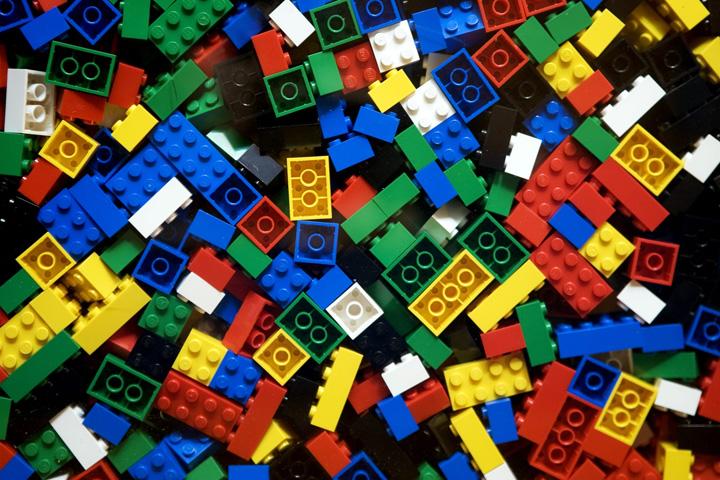 lego Universitatea Cambridge, cautam prof de Lego, 8000 euro salariul