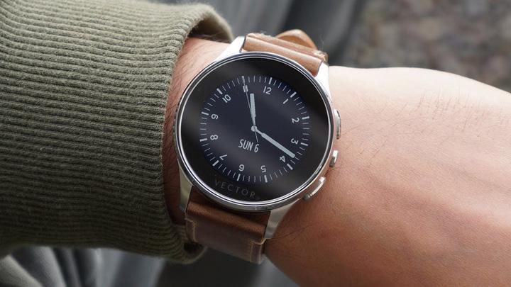 maxresdefault1 Americanii cumpara smartwatch urile romanesti!