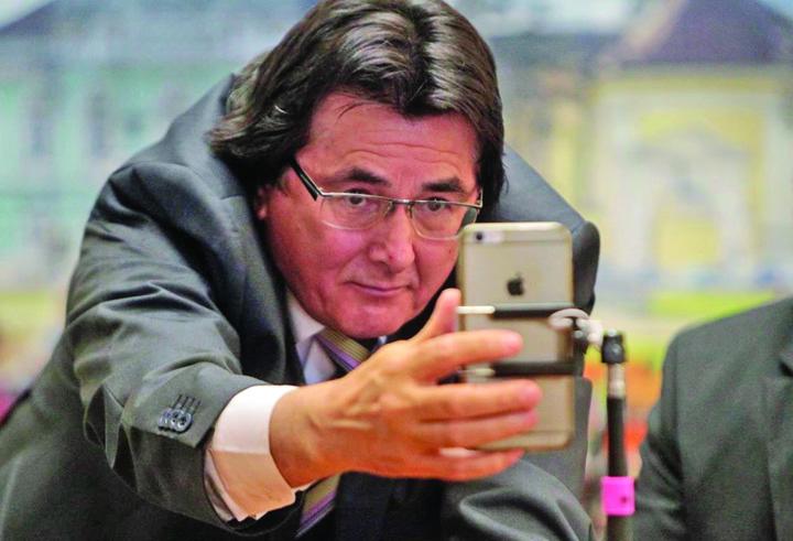 nicolae robu telefon live Liberalii defecteaza de dragul puterii