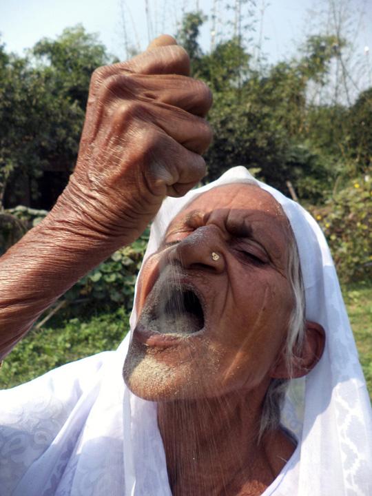 nisip 1 O indianca de 78 de ani a inventat dieta cu nisip