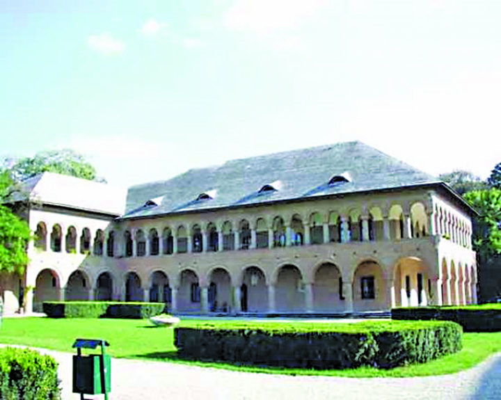 palatu Exclusiv: Palatul lui Pandele, impodobit peste noapte!