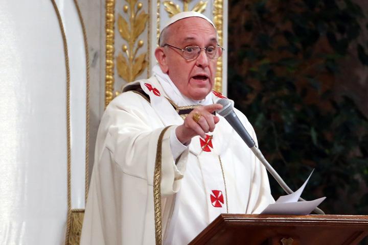 papa francisc Papa Francisc: Sa nu credeti in astrologi si clarvazatori