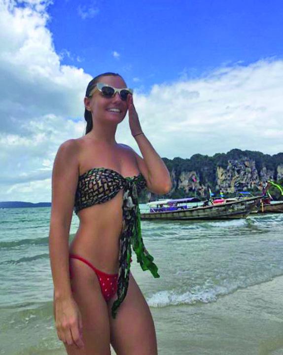 poa zilei 3 Alexandra Stan topless