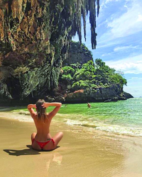 poza zilei3 Alexandra Stan topless