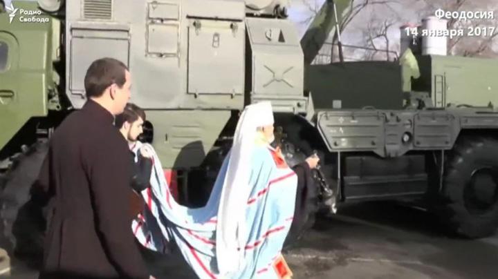 preot Taica popa binecuvanteaza rachetele rusesti din Crimeea