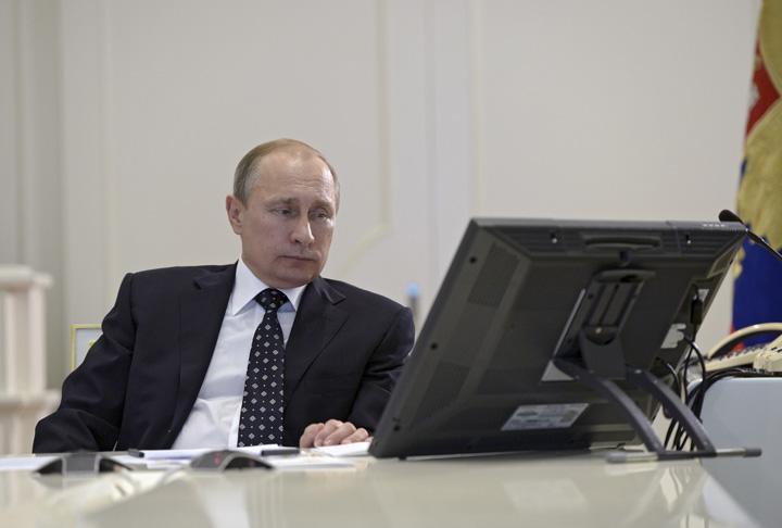 putin Trump il acopera pe hackerul sef de la Kremlin