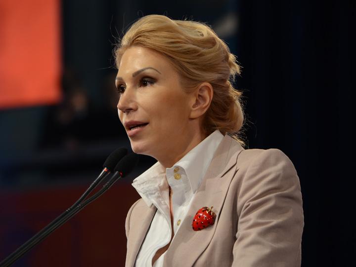 raluca turcan Turcan face opozitie vartoasa: il cauta pe Dragnea la donatii