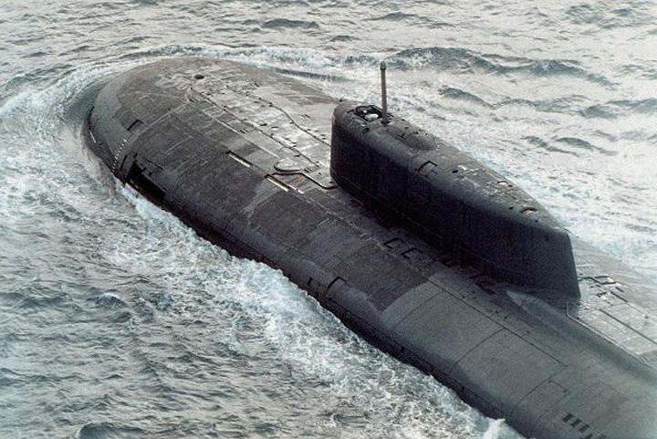 submarin Putin a bagat pe sest doua submarine nucleare in Mediterana