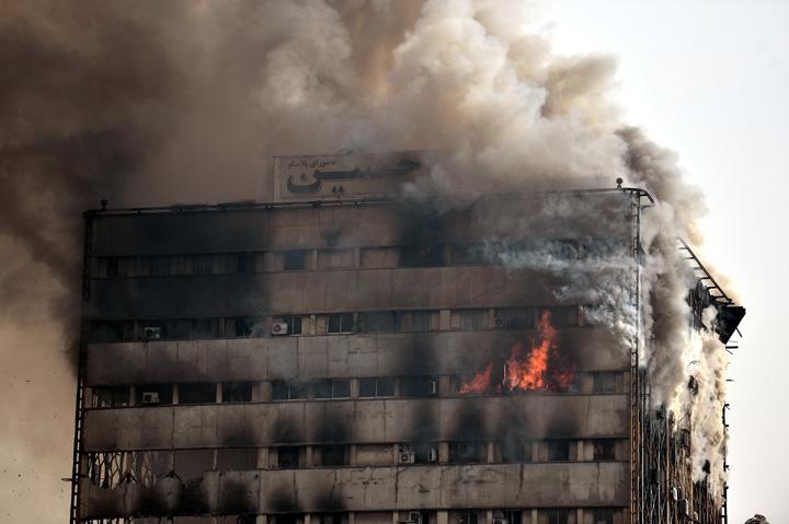 teheran Teheran: 75 de morti in urma prabusirii unei cladiri cu 17 etaje