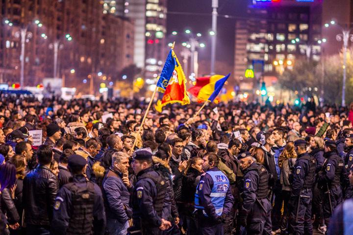 03 noiembrie 2015 manifestatia de la Piata Victoriei 32 Lupta pentru abrogarea OUG, vrajeala multinationalelor
