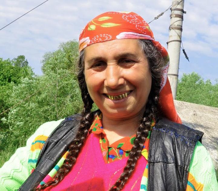 2011 08 17 kisa lala images new nomads RomaniaGypsy KisaLala0008 2b Supermodel cu dantura de piranda