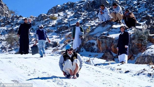 3CD7FA5A00000578 4192220 image a 6 1486252674516 Snowman from Dubai. Emiratul arab, acoperit de zapada