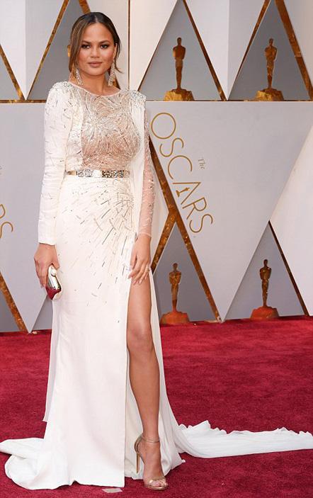 Chrissy Teigen 1 Romanisme la Oscar