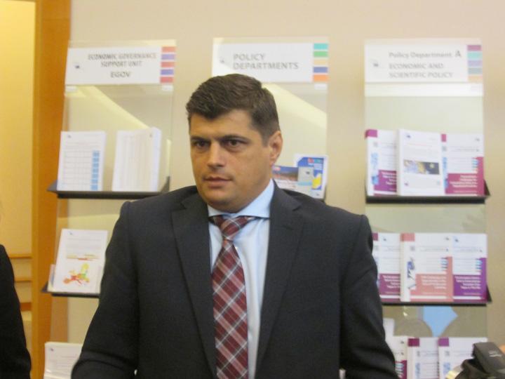Laurentiu Rebega Extremistii romani strang randurile