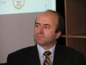 Tudorel Toader 350x263 Toader, la CCR: presedintele nu are nicio autoritate asupra procurorilor/refuzul, de natura sa creeze un blocaj institutional
