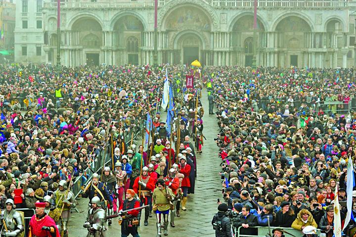 Venetia 3 Carnavalul de la Venetia s a deschis sambata cu un fastuos spectacol acvatic