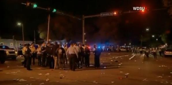 accid cam O camioneta a lovit un grup de oameni in SUA: 28 de raniti (VIDEO)