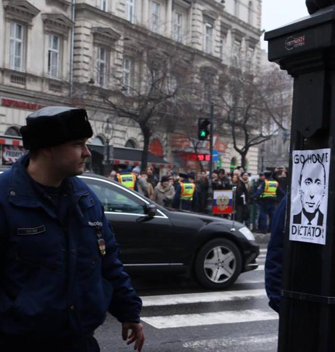 afis Budapesta, aliatul din UE al lui Putin