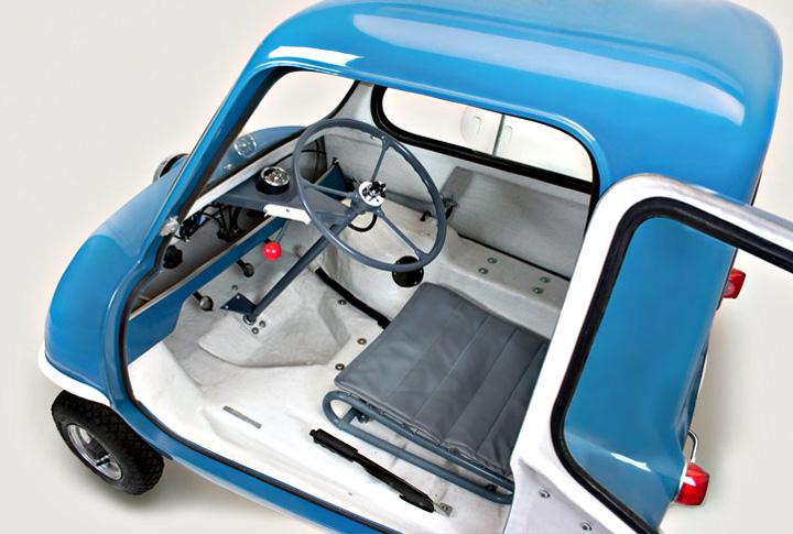 blue p50 cars replica interior3 Peel P50, cea mai mica masina din lume