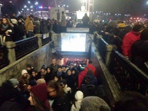 bm Protestul din Piata Victoriei   deturnat de ultrasi. Incidente in centrul Capitalei
