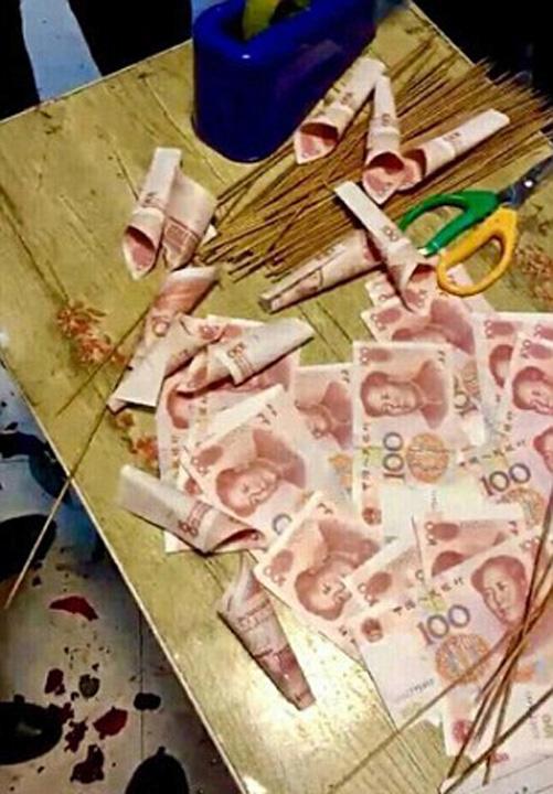 buchet bani 1 Cine are nevoie de flori? Nu s mai bune niste bancnote?