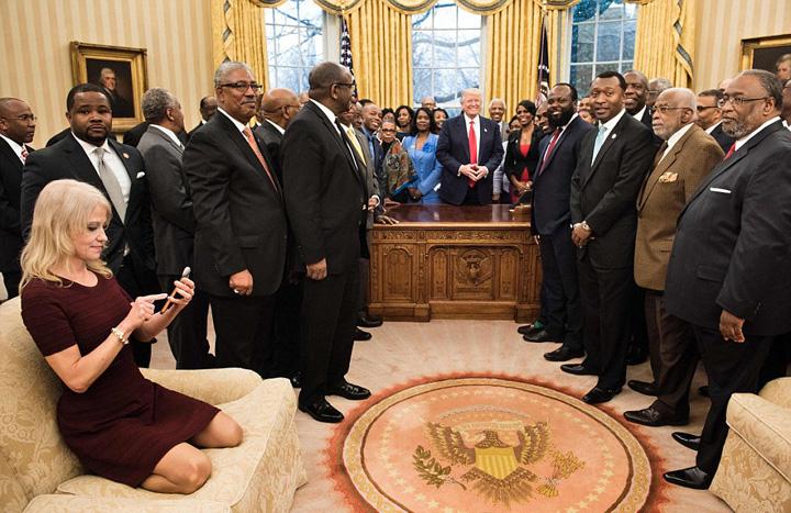 consilier Consiliera lui Trump face show in Biroul Oval