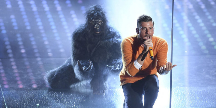 francesco gabbani sanremo 2017 scimmia Sanremo 2017: Omagiu pentru Pavarotti