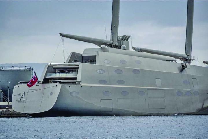 iaht 2 Abia lansat la apa, cel mai mare iaht cu vele din lume a fost arestat in Gibraltar!