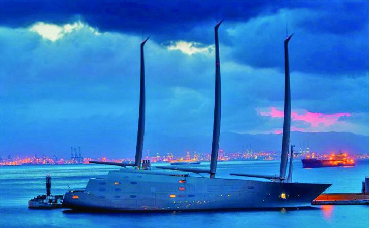 iaht 3 Abia lansat la apa, cel mai mare iaht cu vele din lume a fost arestat in Gibraltar!