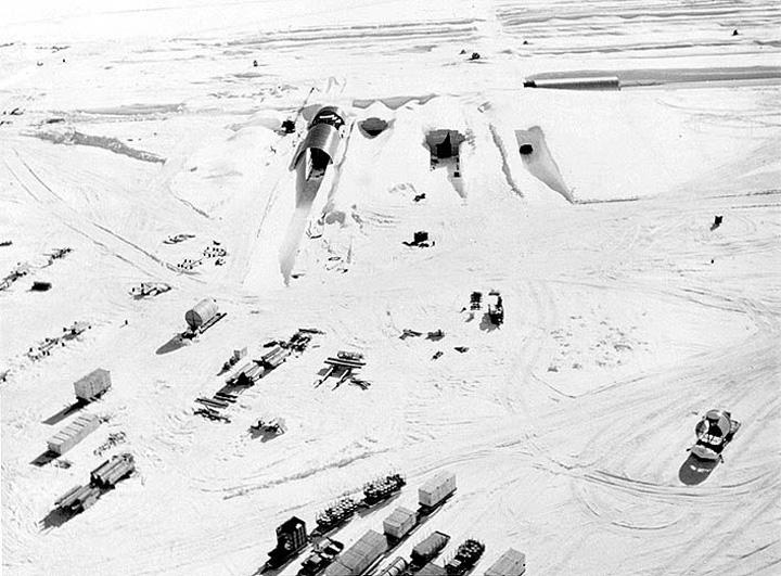 intrare baza Baza ultrasecreta a SUA sub gheturile Groenlandei