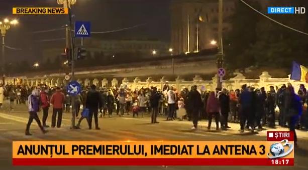 lant Lant uman in jurul Palatului Parlamentului
