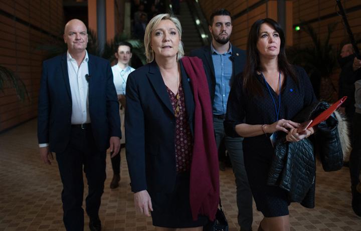 marine Asistentii lui Marine Le Pen, retinuti de politie