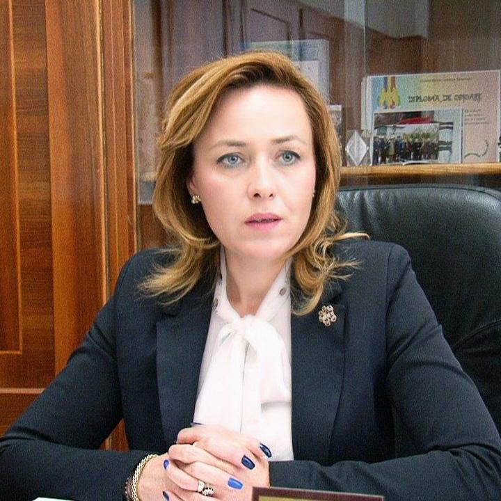 "ministra Carmen Dan se da la ""stapanii casutelor""!"