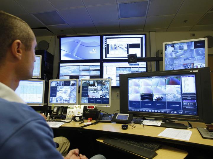 "nsa Politia da 1,7 milioane de lei pe softuri care ""sparg"" orice smartphone"