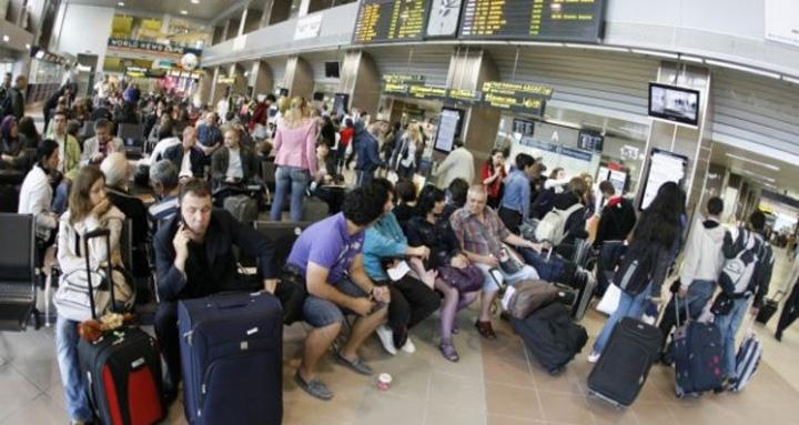 pasageri aeroport 620x330 Pasagerii companiilor aeriene din afara UE vor primi bani pentru intarzieri!