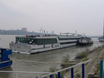 port 350x262 Operatiune dificila si oameni evacuati. Proiectil de un sfert de tona, gasit la Giurgiu