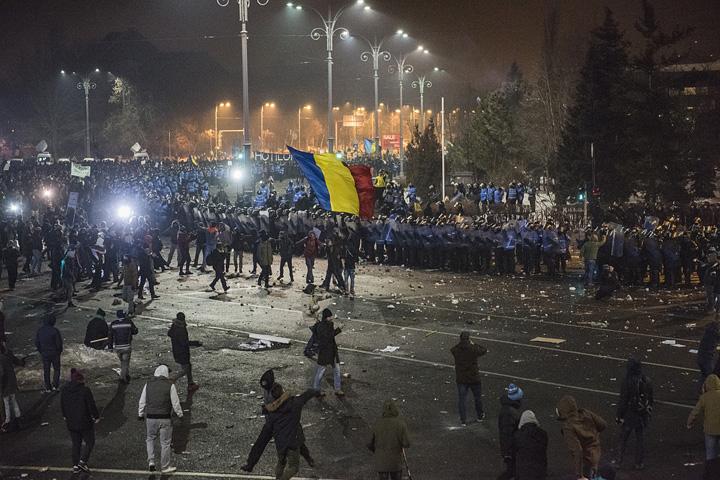 protest2 Mostenirea lasata de Basescu: Romania, terenul de joaca al agenturilor straine