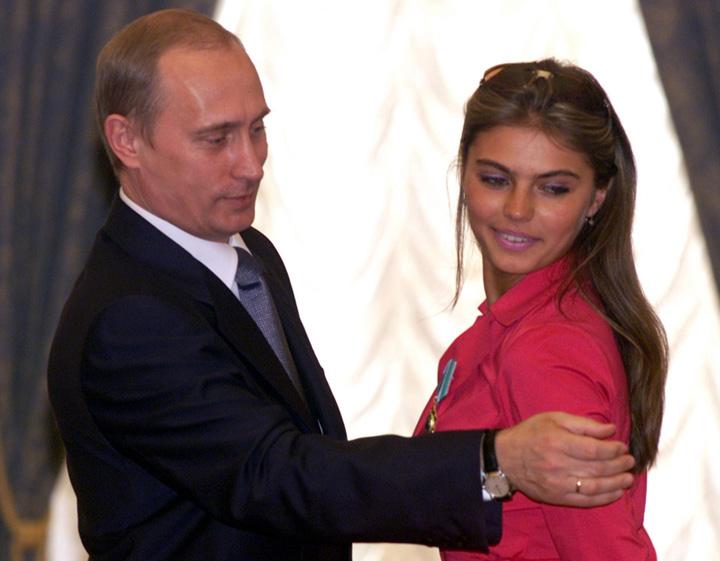putin si alina Iubita lui Putin iese la rampa cu un inel de nunta