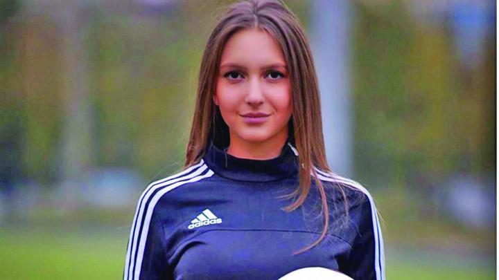 sexy 1 Hot! Cea mai sexy arbitra de fotbal din lume vine din Siberia